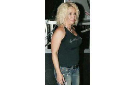Hlavní hvězda festivalu Kim Wilde stíhala víc alkoholu, než zpěvu.