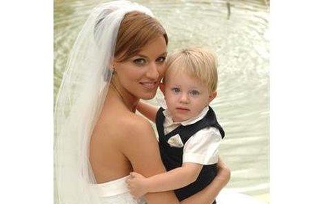 Šťastná Miss Lucie Králová se synem Robíkem.