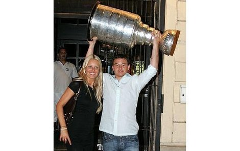 Mám Stanley Cup a Simonu Krainovou, co víc si mohu přát, říkal Jiří Hudler.