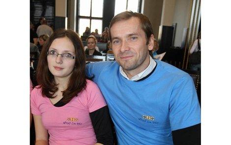 Petra Škrabalová s hercem Janem Révaiem.