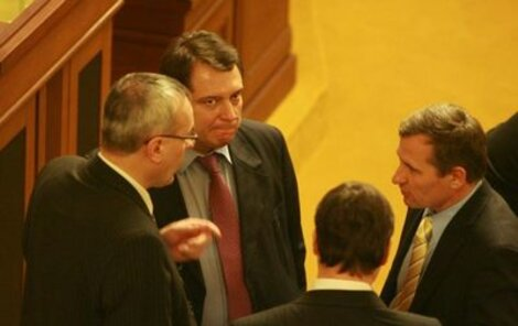 Paroubek ve Sněmovně jednal o možné podpoře lidovců.