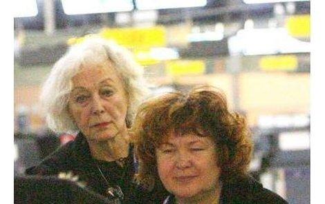 Květa Fialová a Naďa Konvalinková včera po půlnoci odletěly do Egypta.