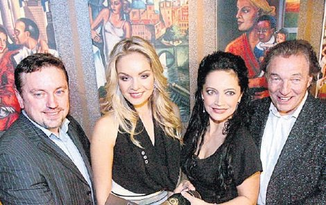 Při otevírání restaurace Janu Moťovskému a Karlu Gottovi asistovaly Lucie Bílá a Taťána Kuchařová.
