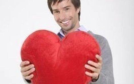 Máj poráží Valentýna!