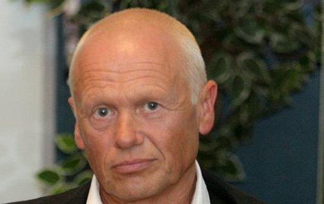 Panickou hrůzu z nečistot má podle svých kolegů Jiří Korn (68).