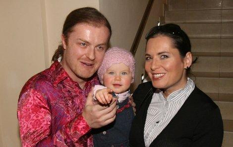 Bára Kodetová nyní prožívá těhotenské nevolnosti, od kterých jí nemůže pomoci ani přítel Pavel Šporcl a dcera Violeta.
