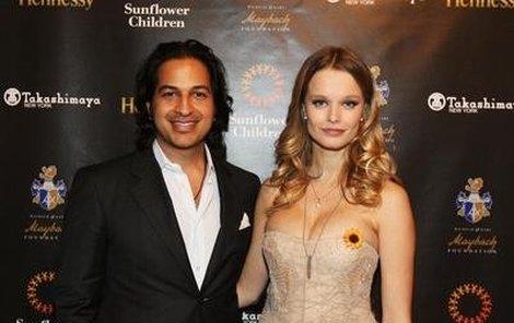 Helena Houdová s manželem Omarem Amanatem, který bavil cestující v letadle pikantnostmi ze soukromí.