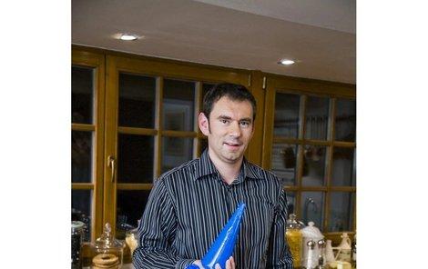 Emanuel Ridi v pořadu »S Italem v kuchyni«. Natáčí se buď v jeho restauraci, u něj doma  nebo na chalupě.