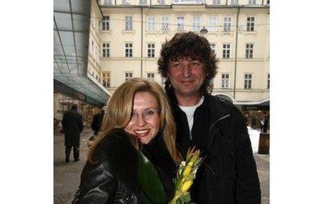 Hudebník Petr Malásek, manžel Dany Morávkové, kterou známe jako doktorku Zdenu Tichou z Ordinace v růžové zahradě, má velice nebezpečný koníček. Hrozí snad Daně, že o manžela přijde?!