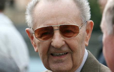 Bolševik Milouš Jakeš oslavil 95. narozeniny.