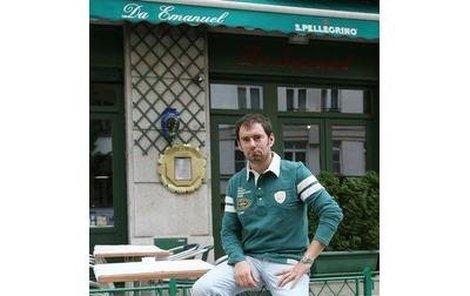 Emanuel Ridi, kamarád Dary a zaměstnavatel Lenky Rotreklové.