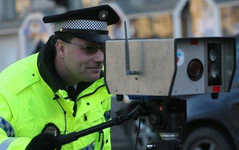Při měření rychlosti mají policisté žně.