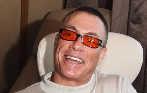 Jean-Claude Van Damme se přijel do Prahy pobavit. A možná i něco víc...