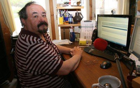 Petr Novotný ve své pracovně.