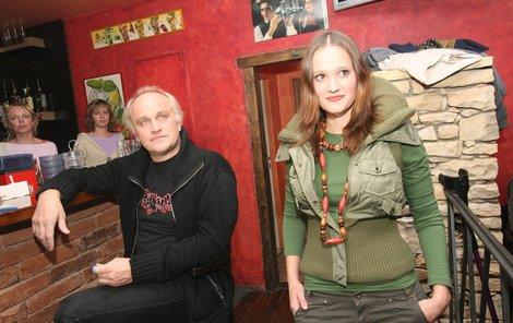Natálie je s otcem k vidění jen vzácně. Foto ze křtu jejího alba v roce 2006.