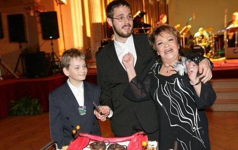 Jiřina Bohdalová s vnuky Markem a Vojtou