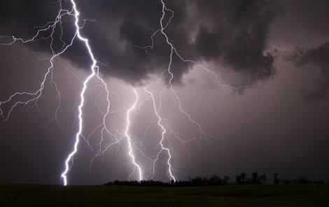 A je to tady! První letošní bouřka.