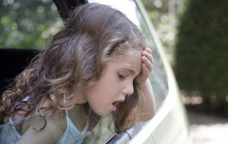 Nevolnost na cestách zažil asi každý.