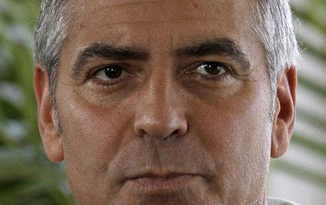 George Clooney má teď starostí plnou hlavu. Spláchne mu řeka dům, nebo ho nakonec zachrání?