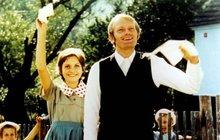 Mysleli jste, že nejúspěšnějším filmem z »dílny« Zdeňka Svěráka (75) a Ladislava Smoljaka (†79) byla komedie Marečku, podejte mi pero? Nebo snad na Samotě u lesa? Tak jste vedle!