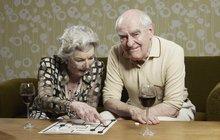 Vláda bude rozhodovat: Do důchodu v 65, nebo až v 67 letech?