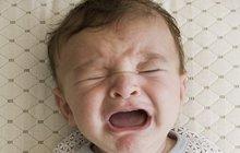Kdo je na vině? Novorozenec v Roztokách zemřel pár hodin po domácím porodu!