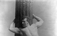 Poklady z archívu: Takhle se svlékali muži před 100 lety!