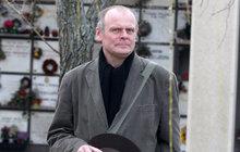 Igor Bareš: Krade na hřbitovech!