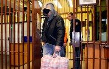 Už 7 hodin po propuštění vězni zase kradli! Pane prezidente, to jste chtěl?