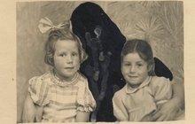 Děsivé fotky z archívu: Matky, nebo přízraky?!
