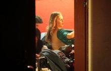 Sexy Langmannová zapomněla zavřít dveře šatny a ukázala víc než chtěla!