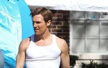 Matthew McConaughey se vrací do formy: Svaly už se rýsují, kila navíc mizí!