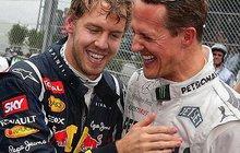 Jednatřicetiletému jezdci F1Sebastianu Vettelovi by se hodila rada zkušenějšího kolegy. Michael Schumacher mu ale bohužel už nepomůže.