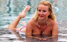 Vendula Svobodová téměř nahá! Ve 41 letech ukázala bujný dekolt i zadeček