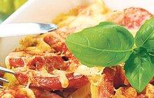 Rychlovky za pár korun: Párky zapečené s bramborami