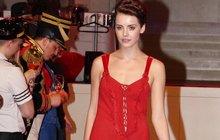 Miss Kratochvílová v nočním prádélku: Rudá provokatérka!