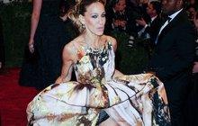 Celebrity na Metropolitní plese v New Yorku: Prsa, kalhotky a nevkus!