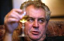 """Známý herec o pitce se Zemanem: """"Vypili jsme spolu několik vín a slivovici. On je moci žrout!"""""""