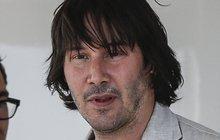 Neoholený, opuchlý a vlasatý herec Reeves: Keanu, jsi to ty?!