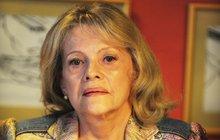 Zpěvačka Eva Pilarová (78) se vážně zranila: Rychlá operace!