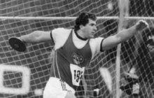 Atletická legenda, bývalý vynikající diskař. Tanečník ze StarDance, ale i pyšný otec a zapálený zahrádkář. A hlavně duklák, který vlegendárním pražském klubu působí od roku 1974. Všechno tohle je Imrich Bugár (63), který se pro Aha! rozpovídal o své kariéře po kariéře.