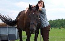 Jana si musí koupit koně, kterého jí ukradli!