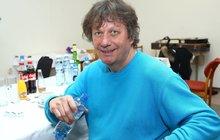 Problémy Standy Hložka: Odstěhoval se od manželky, bydlí na chatě!