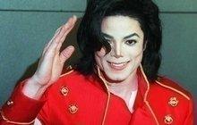 Michael Jackson, který bezesporu patří kvelikánům hudebního nebe, by dnes slavil šedesáté narozeniny. Jeho život byl výjimečný a také plný mnoha otázek, znichž některé jsou stále nezodpovězeny.
