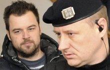 Policejní ředitel považuje důkazy za přesvědčivé: Petrovi K. hrozí doživotí, přesto se podivně culí!