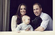 Budoucí král roste jako z vody! George zapózoval s rodiči a vyděsil psa!
