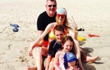 Kmotr Rittig (51) provokuje: Poslal rodinnou fotečku z pláže!