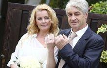Třikrát se ze svatby vyvlékla: Bartošová podlehla, když neměla další argumenty proti!