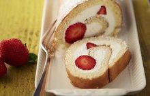 Recepty do stovky: Piškotová roláda s ovocem