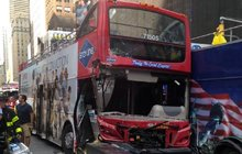 Srážka dvoudvoupatrových autobusů: 14 zraněných turistů!